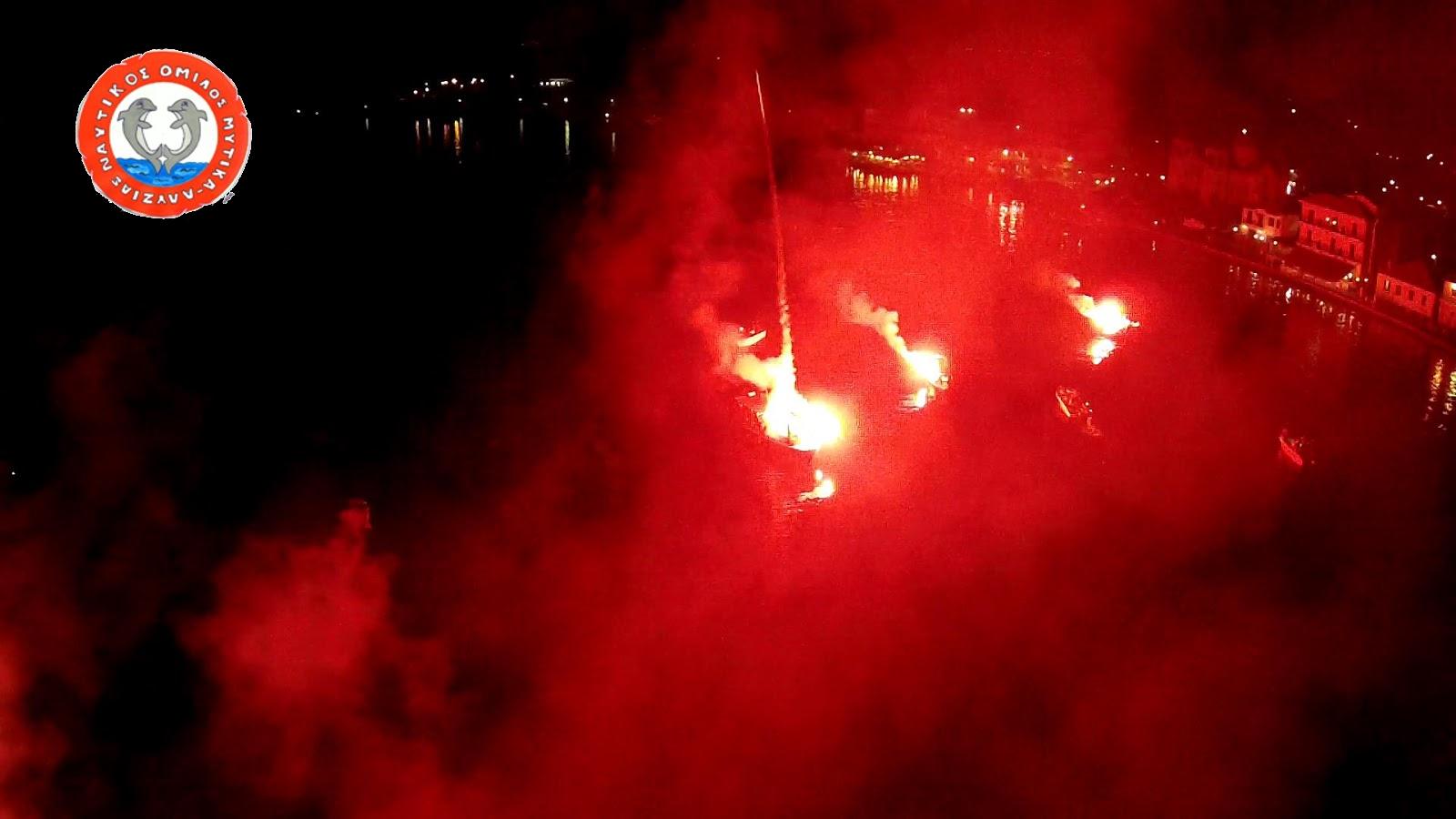 """«Ο ουρανός έγινε κόκκινος""""Η ΕΝΤΥΠΩΣΙΑΚΗ νυκτερινή βαρκάδα στον Μύτικα (βίντεο από drone)."""
