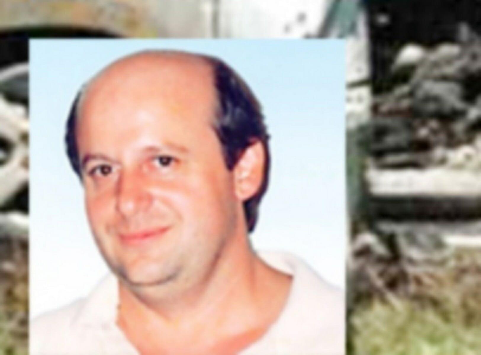 Το Μικτό Ορκωτό Δικαστήριο Μεσολογγίου αθώωσε τη χήρα του δασκάλου από το Αγρίνιο, Νίκου Μέντζου, η οποία κατηγορούταν για την δολοφονία του συζύγου της.