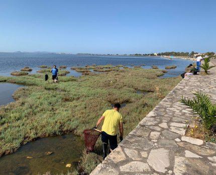 """ΠΑΝΑΓΙΩΤΗΣ ΚΑΤΣΟΥΛΗΣ.Η Εθελοντική Ομάδα """"ΠΕΡΙΚΑΛΛΕΑ ΛΙΜΝΗ """"πραγματοποιήσε τον πρώτο εθελοντικό καθαρισμό της λιμνοθάλασσας της Ανατολικής Κλείσοβας."""