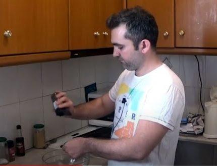 Σπιτικές γεύσεις από τον Ανδρέα θεοδώρου-Παϊδάκια χοιρινά με BBQ sauce (βιντεο)