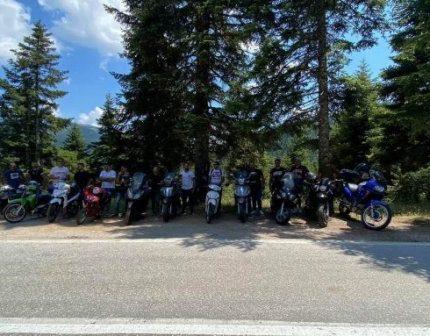 Ξεκίνησαν με μηχανάκια από το Τρίκορφο για να προσκυνήσουν στην Παναγία Προυσιώτισσα (VIDEO+ΦΩΤΟ)