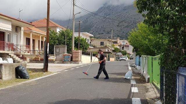 Καθαρισμός δημόσιων χώρων στην Δ.Ε. Αλυζίας.(φωτο)