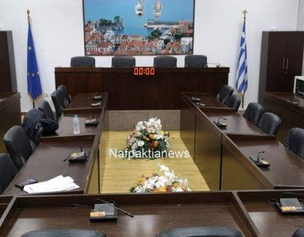 """Ναύπακτος: """"Δια περιφοράς"""" η αυριανή συνεδρίαση του δημοτικού συμβουλίου"""